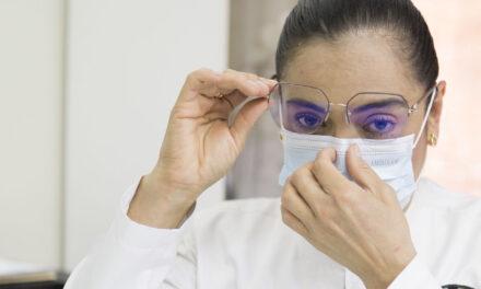 ¿Cómo utilizar el cubrebocas sin empañar los lentes?