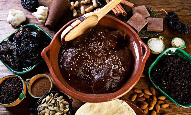De mulli a mole, la historia de un platillo tradicional mexicano