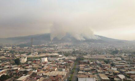 Imparables los incendios en Uruapan.