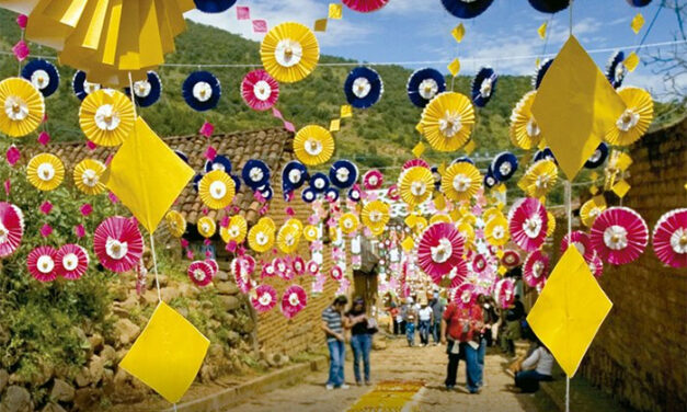 Para caminar entre calles tapizadas de formas y colores, no hay como Patamban, rodeado de montañas