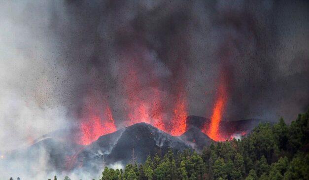 Volcán entra en erupción en España
